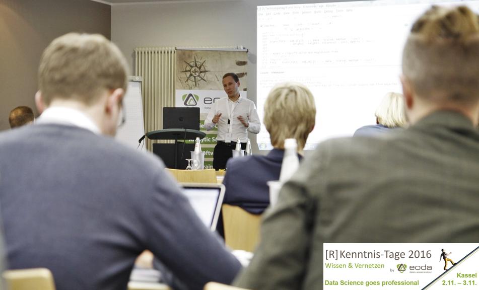 Julian Gimbel von Lufthansa Industry Solutions während seiner Präsentation auf den [R] Kenntnis-Tagen