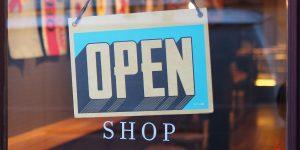Datenanalyse Einzelhande, Schild mit Open