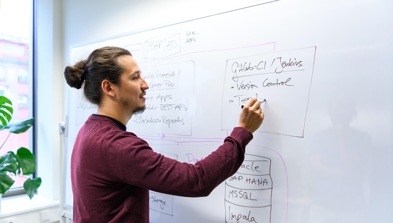 solutions engineer entwickelt produkte analyseumgebung für data products