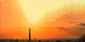 Schriftzug Data Science Trends über einer Straße mit Sonnenuntergang