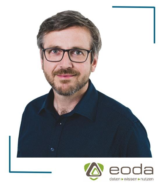 Portraitbild von Oliver Bracht mit Logo von eoda
