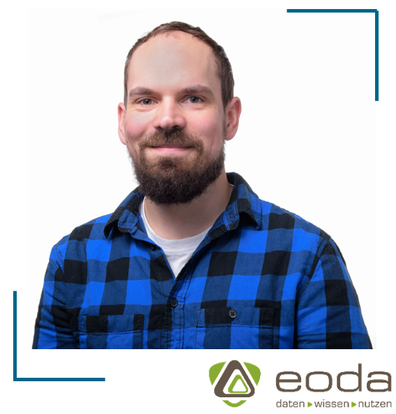 Portraitbild von Christian Ewald mit Logo von eoda